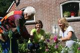 Help Alle ouderen naar buiten!_