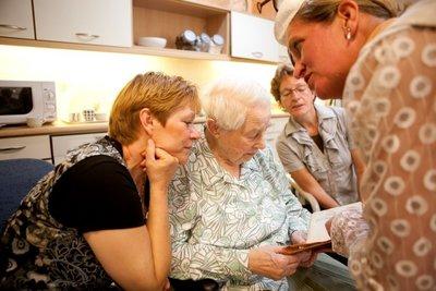 Vederlichte voorstelling over contact maken met mensen met dementie